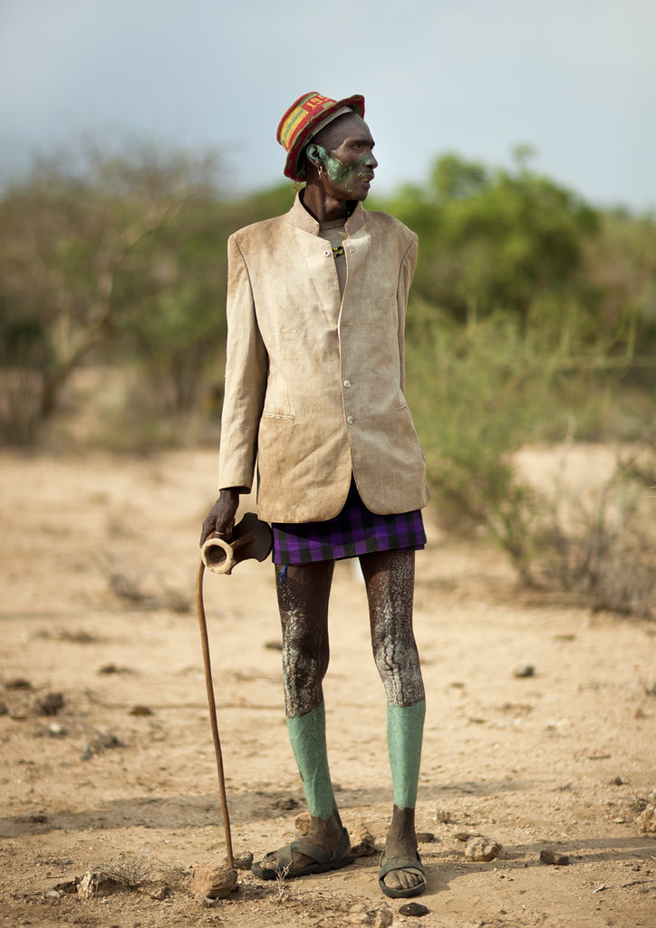 Dressed for the Bull Jumping ceremony - Hamer old man - Ethiopia