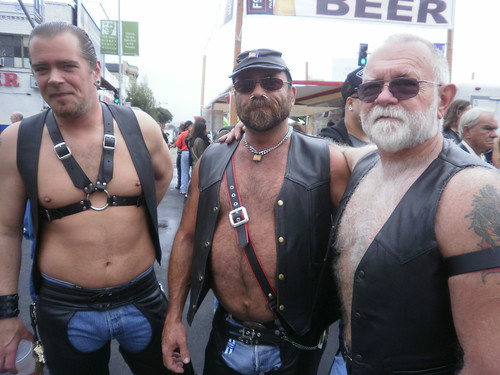 FOLSOM STREET FAIR 2011 - FSF 2011- LEATHER & LATEX FUN 091- MY THREE BEARS