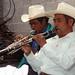 Músicos en la Fiesta Guadalupana - Festival of the Virgin of Guadalupe, Nieves Ixpantepec, Oaxaca, Mexico por Lon&Queta