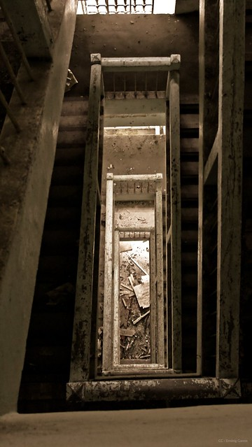 Cage d 39 escalier 2 flickr photo sharing for Tapisser cage d escalier