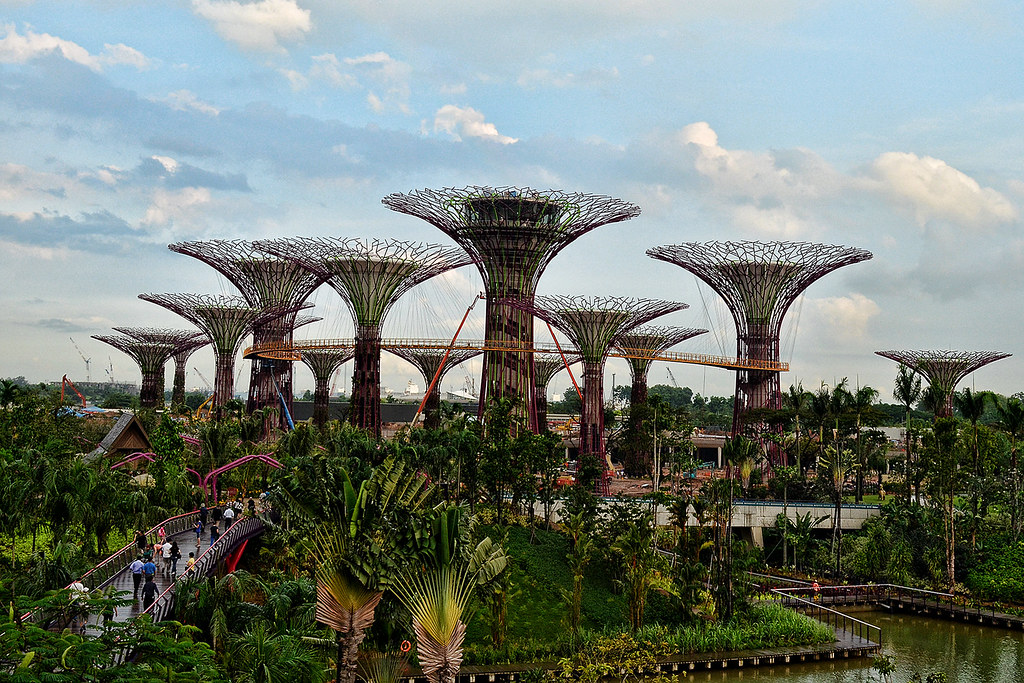 The supertrees of singapore twistedsifter for Home garden design singapore