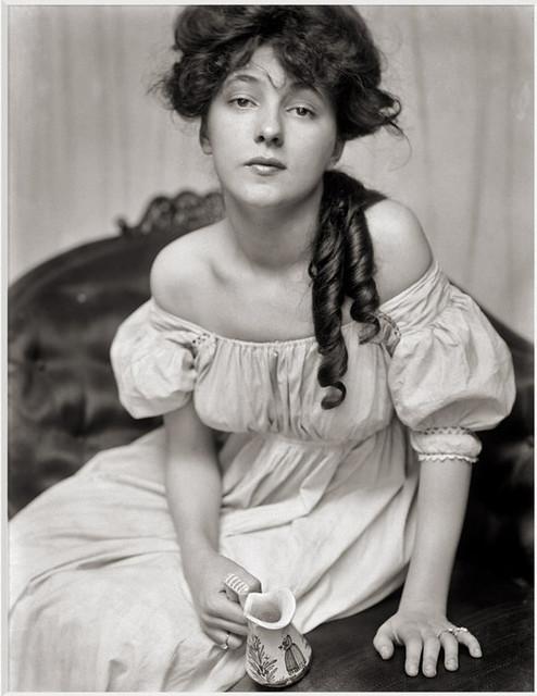 The girl in the red velvet swing, New York, 1901, by Gertrude Käsebier