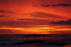 Fire from heaven, sunset over Langosta Beach / Fuego del cielo, atardecer de la Playa Langosta