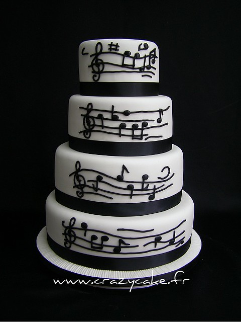 Music themed wedding cake The clients wanted a music themed cake