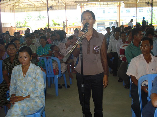 14 Villagers participate in a forum on fisheries conflicts in Stung Hav