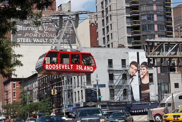 Roosevelt Island Tram over 2nd Ave