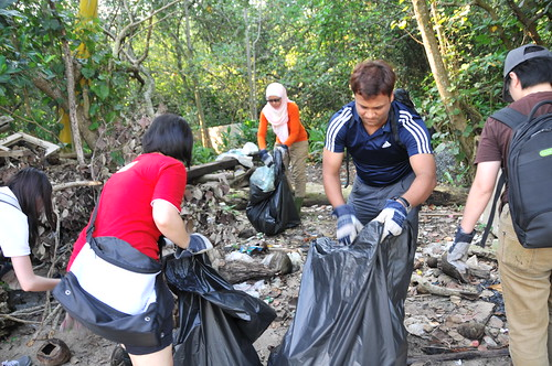 038pre-national-day-cleanup-lim_chu_kang-06aug2011[kpinto]