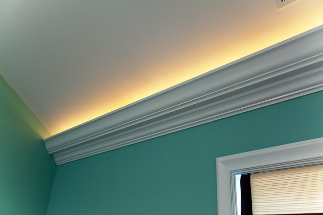 Crown molding with led lights