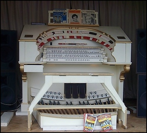 """ Old Electric Organ """