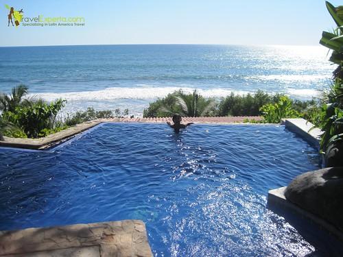 tekuani-kal-playa-tunco-family-friendly-beachfront-hotel-el-salvador-infinity-pool-relaxing