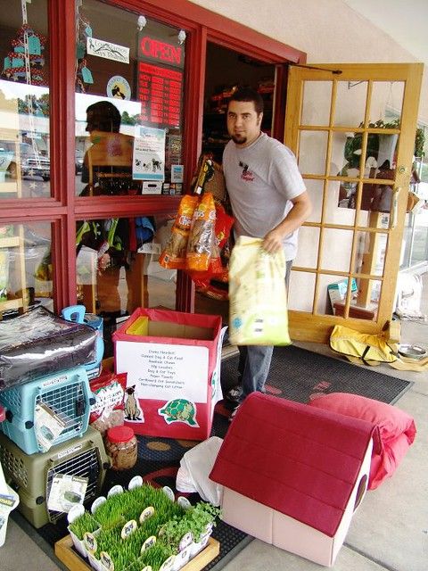 "In July 2011, Los Alamos National Laboratory's Community Programs Office and Del Norte Credit Union held the ""Zeus amd Buddy Say 'Thanks' Pet Supply Drive."" The drive was held to thank area animal shelters who had taken in pets evacuated from Los Alamos during New Mexico's largest wildfire, the Las Conchas Fire. Local pet store Pet Pangaea supported the drive.  Photo by Keanna Cohen."