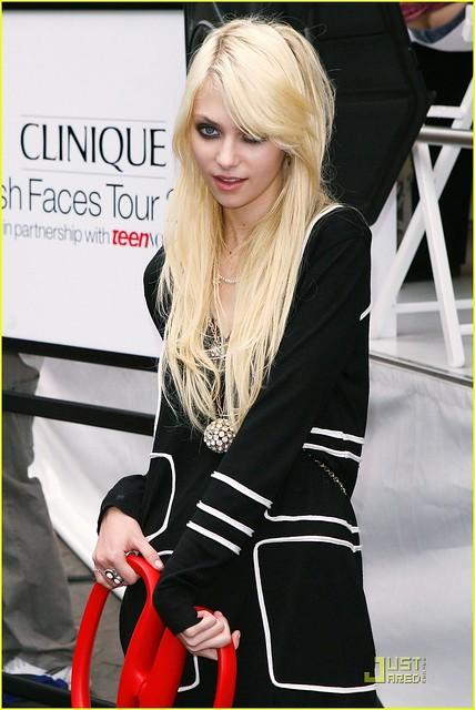 Taylor momsen - jenny gossip girl | Flickr - Photo Sharing! Taylor Momsen
