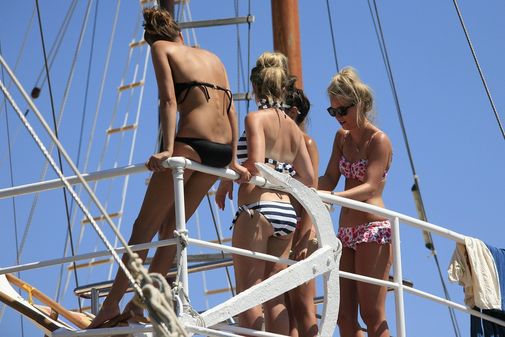 Bikini Cruising