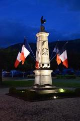 Monument aux morts de Vic sur Cère un 14 juillet