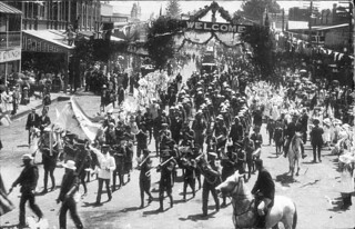 March of the North Coasters - Kempsey, NSW, March 1916, by Angus McNeil
