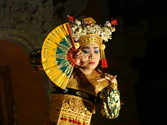 woman(1.0), female(1.0), peking opera(1.0), costume(1.0), person(1.0),