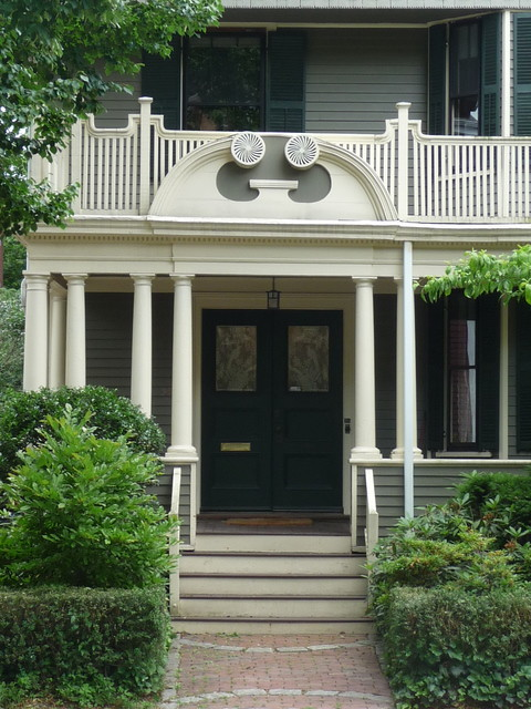 Avon Hill - Linnaean Street entrance, Cambridge, MA