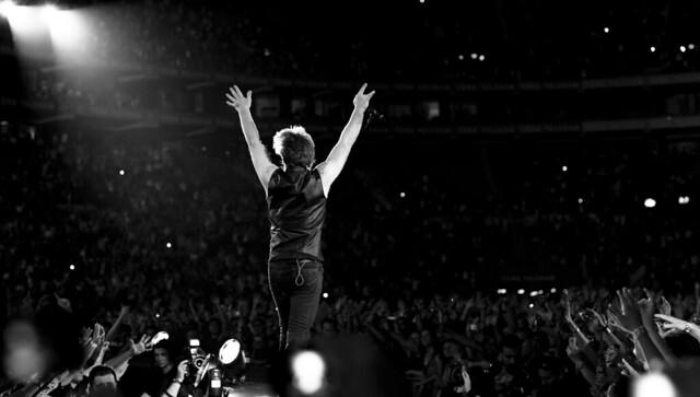 Bon Jovi Live Istanbul - Cheering Crowd