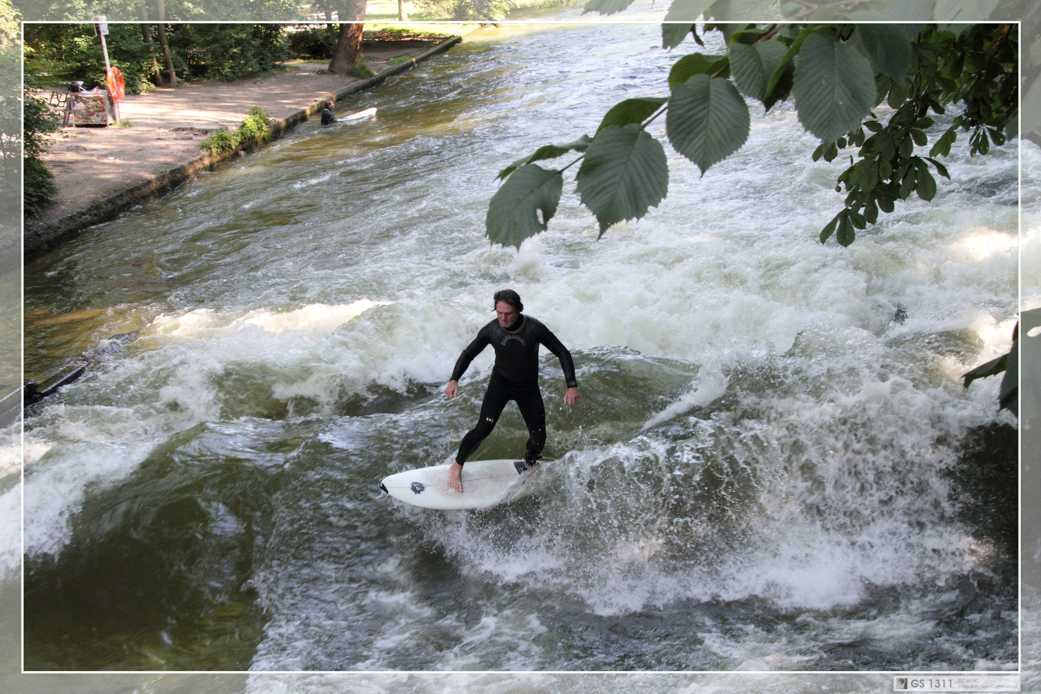 Eisbach Surfer (02) | Surfer riding the Eisbach standing wav… | Flickr - Photo Sharing!