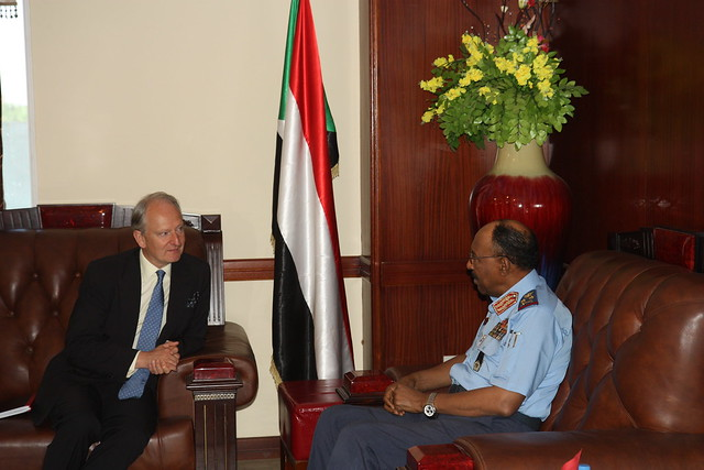 Minister for Africa Henry Bellingham meets the Sudanese Minister of Defence