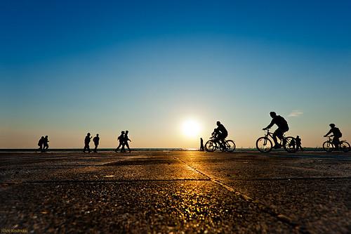 sunset sun silhouette nikon nikos greece thessaloniki f4 vr ηλιοβασίλεμα 1635mm ελλάδα ποδήλατο θεσσαλονίκη d700 ανθρωποι ήλιοσ νίκοσ σιλουέτα σιλουέτεσ koutoulas κουτούλασ
