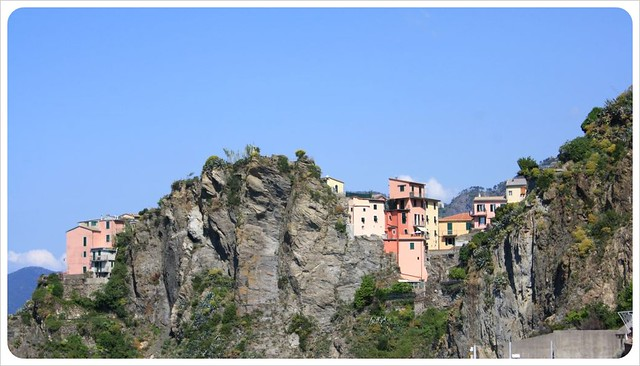 Manarola houses & rocks