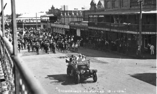 "Parade of ""Boomerangs"" [recruitment marches, 1915-1916] up Clarinda Street on way to Sydney - Parkes, NSW, 18 January 1916 by CA Watson"