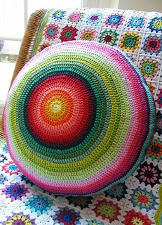 Round crochet cushion complete