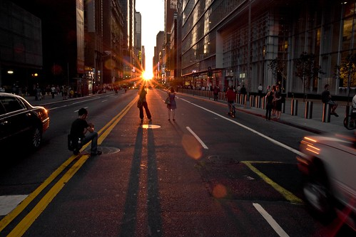 Manhattanhenge #3 (Spectators)