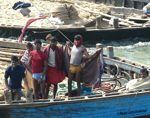 india man river boat sand transport worker bearer ganga ganges bihar sandboats doriganj