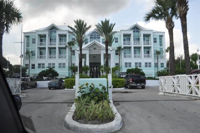 El famoso y colonial hotel hilton, de arquitectura mixta entre europea y caribeña Bay Street y el downtown de Nassau, el corazón de Bahamas - 5967299704 3587a65674 z - Bay Street y el downtown de Nassau, el corazón de Bahamas