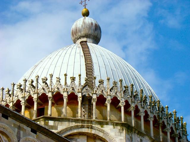 Detalle de la cúpula del Duomo. Pisa. Italia.