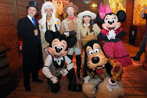 Meeting the characters after Buffalo Bill's Wild West Show with Mickey and Friends