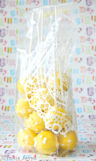 Cake pops in lace printed bag