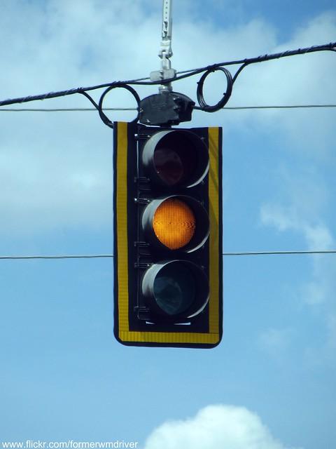 flashing yellow traffic light - photo #18