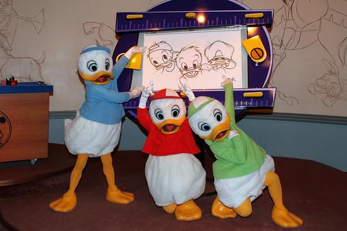 Learning to draw Huey, Dewey and Louie... with Huey, Dewey and Louie!