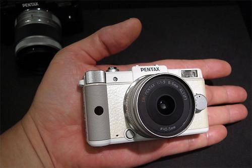 PENTAX Q White 01
