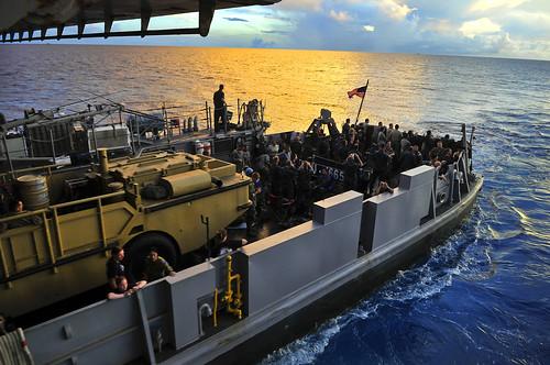 navy sailor usnavy 1665 pohnpei lcu federatedstatesofmicronesia landingcraftutility amphibioustransportdockship ussclevelandlpd7 pacificpartnership2011