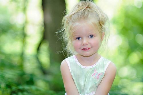 outdoors toddler innocence sundress 105mm outdoorportrait nikond700 nikkor105f20dc