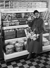 Tetra Pak® - Housewife at the dairy counter in a Swedish shop