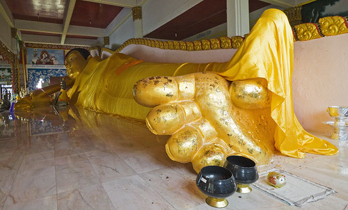 Reclining Buddha at Koh Sirey Temple