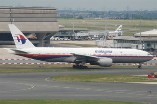 Malaysia Airlines Boeing 777-2H6ER; 9M-MRD@CDG;09.07.2011/605gm