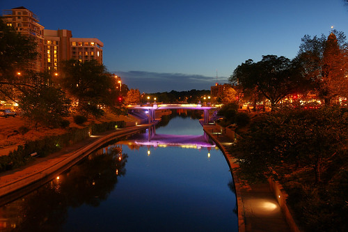 "plaza blue light reflection water night zeiss landscape cityscape purple availablelight sony mo kansascity missouri destination bluehour countryclub za brushcreek carlzeiss variosonnar a700 frommers variosonnartdt35451680 f35f4516–80mm topdestinations2012 ""zeissphk12"""