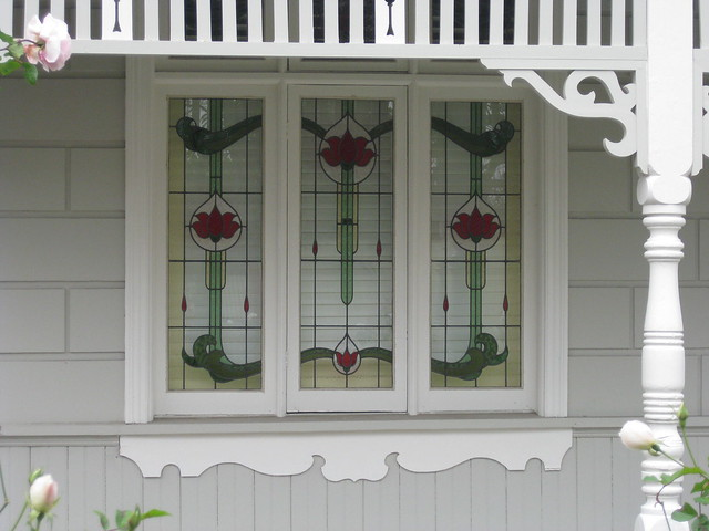 The stained glass windows of kaipoi a victorian block for Queen anne windows