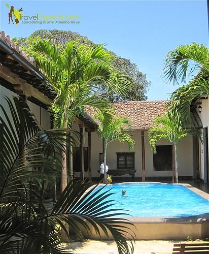 la-bocona-luxury-boutique-hotel-granada-nicaragua-pool-area