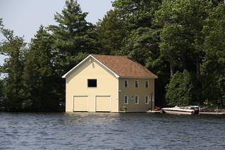 島に建つ家