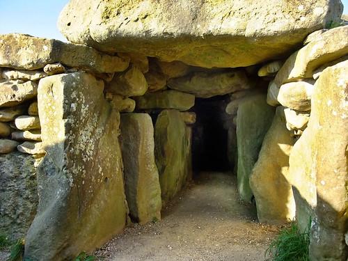 autumn england fall october stones tomb chamber wiltshire marlborough kennetvalley avebury stoneage neolithic westkennetlongbarrow longbarrow westkennet 2011 sarsons meettheancestors