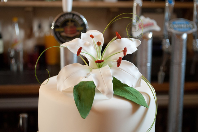 Oriental and Calla Lilies Wedding Cake Handmade sugar Oriental Lily