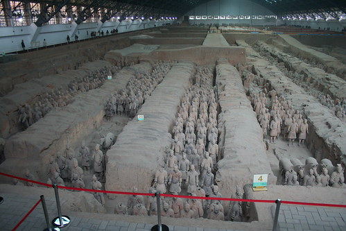 2011-11-17 - Xian - Terracotta warriors - 27 - Excavation hall 1 - Pit