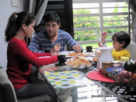 Bekas Kekasih Emelda, Maliki Bersama Keluarganya